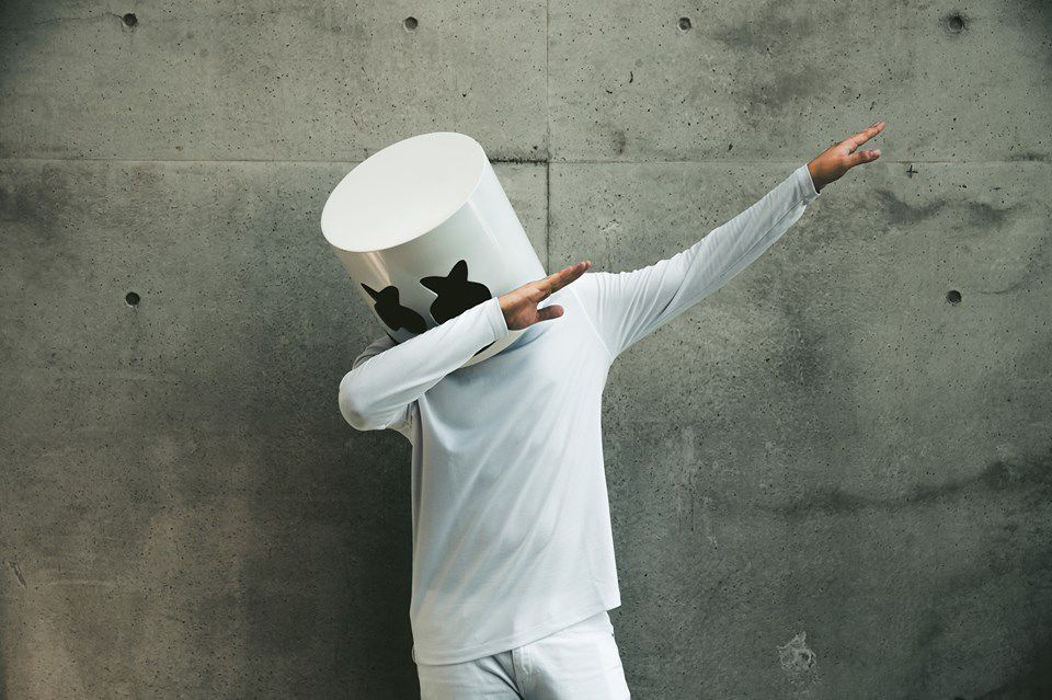 Marshmello Broke His Arm Snowboarding – Still Fashionable
