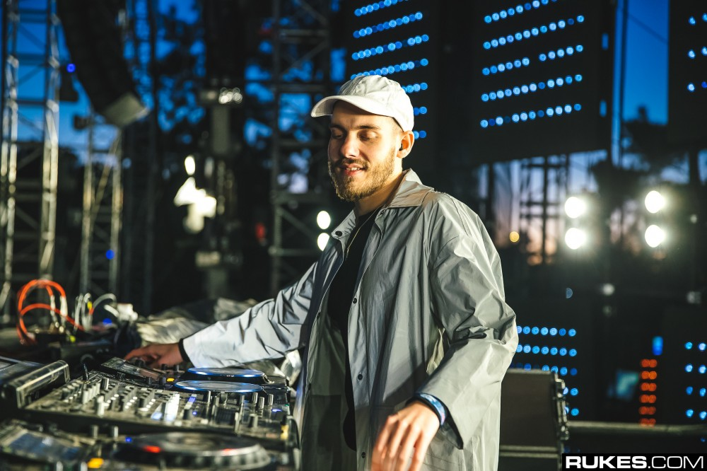 San Holo Hilariously Asks The Crowd To Make Some Noise For His Plant ?