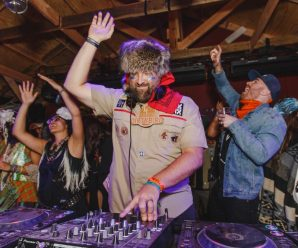 Claude VonStroke tries his hand at rise up comedy on episode 4 of 'Stroke Show' [Watch] – Dancing Astronaut